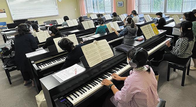 キッズイングリッシュ・ピアノ実技・絵本の読み聞かせ・教材製作など、多様な技術を習得